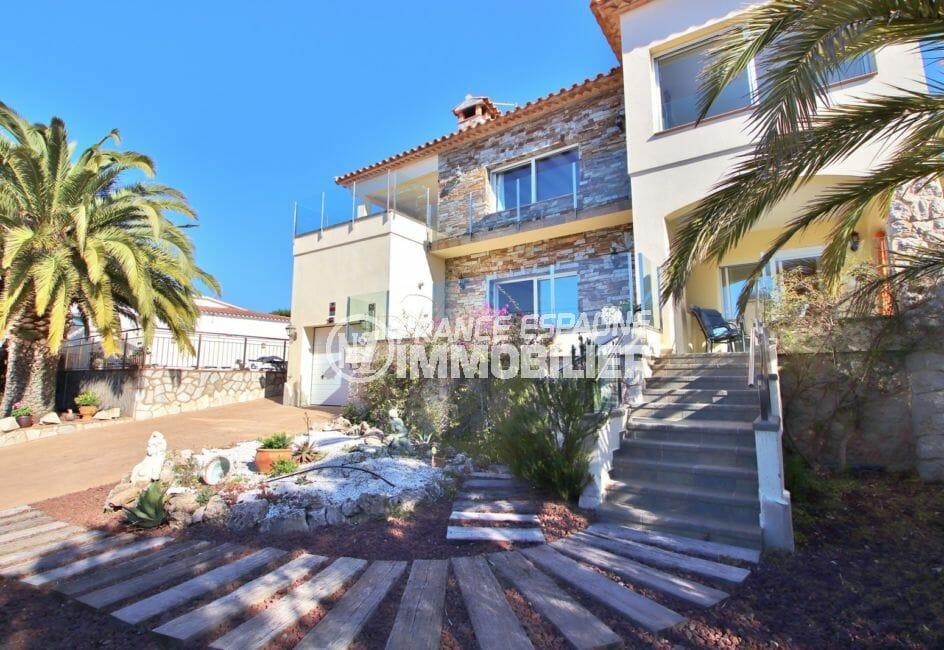 maison a vendre a rosas, 294 m² en 3 appartements avec piscine, terrain de 595 m², vue mer