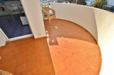 appartement a vendre a rosas, 32 m², belle terrasse avec petite barrière sur le coté