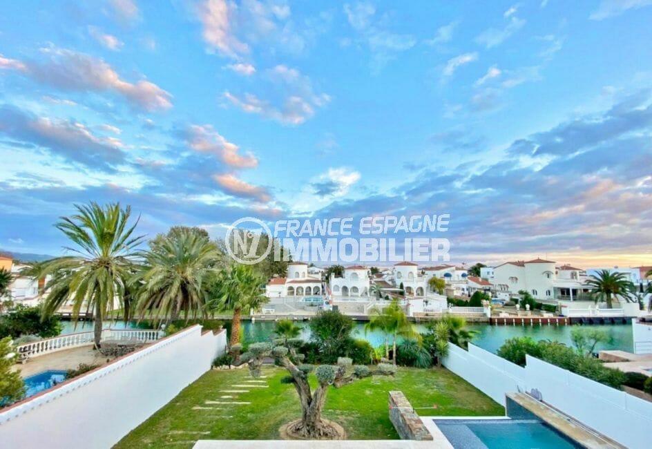 vente maison empuriabrava, 235 m² avec amarre de 15,5 m et piscine