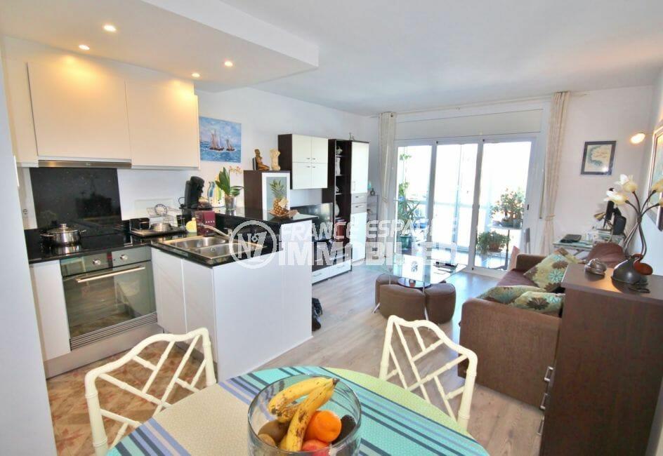 empuriabrava immo: appartement 2 pièces 56 m², séjour avec cuisine américaine