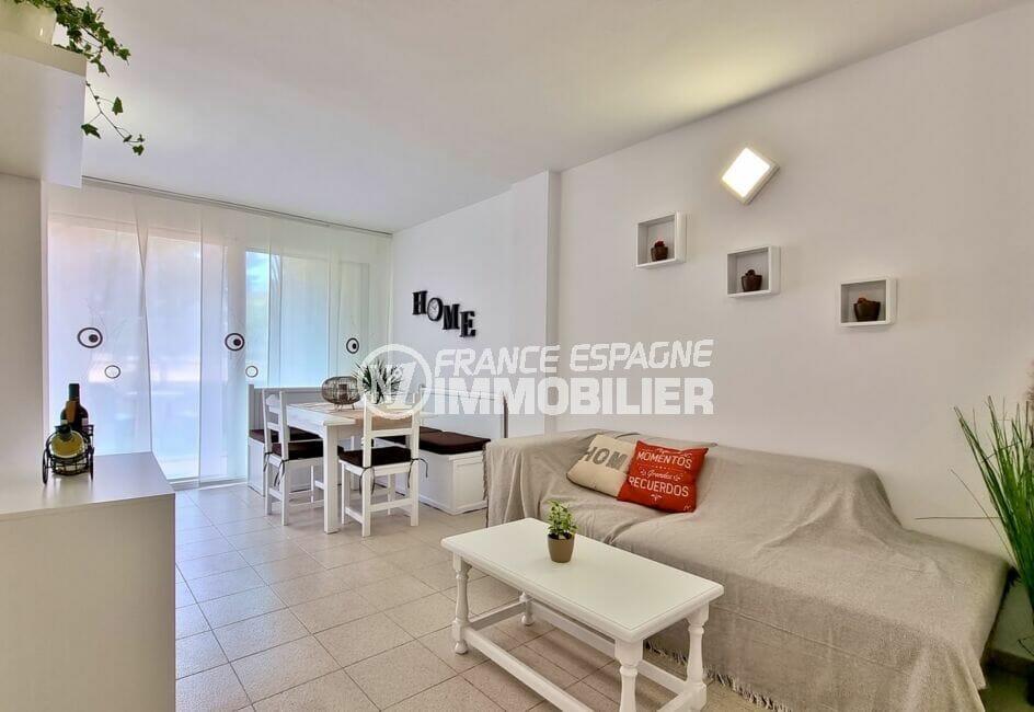 agence immo rosas: appartement 51 m², salon / séjour avec coin repas