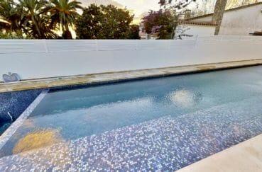 maison à vendre empuriabrava, 235 m² avec une magnifique piscine, vue canal
