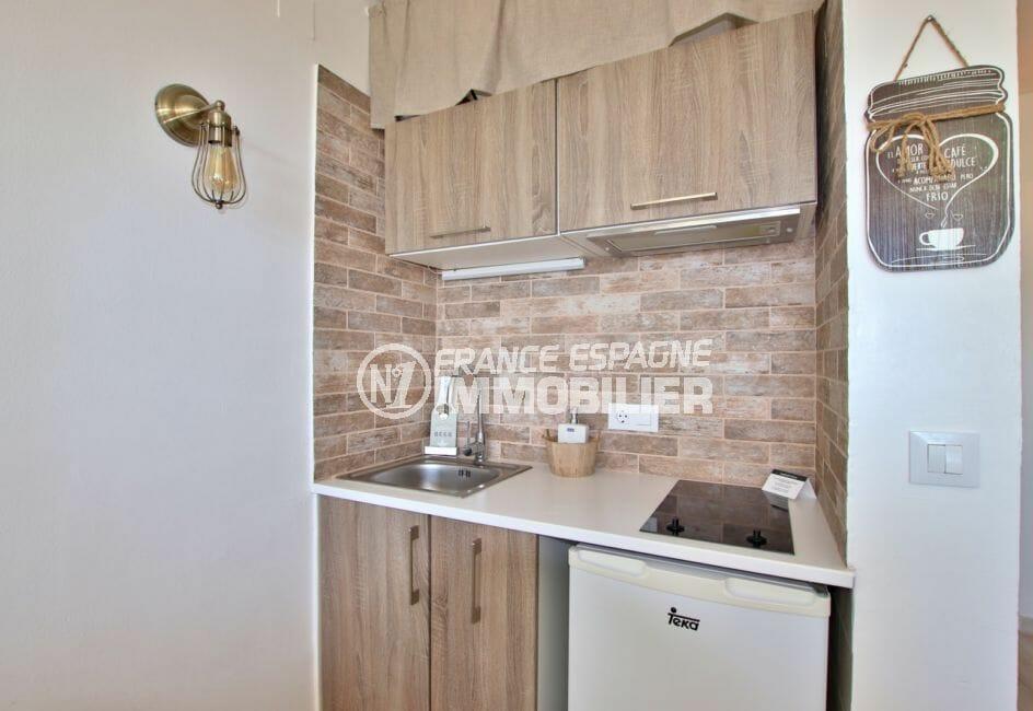 appartement à vendre à empuriabrava, 27 m² rénové, cuisine avec plaques de cuisson