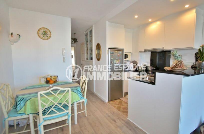 appartement a vendre empuriabrava, 2 pièces 56 m², salon avec cuisine américaine, coin repas