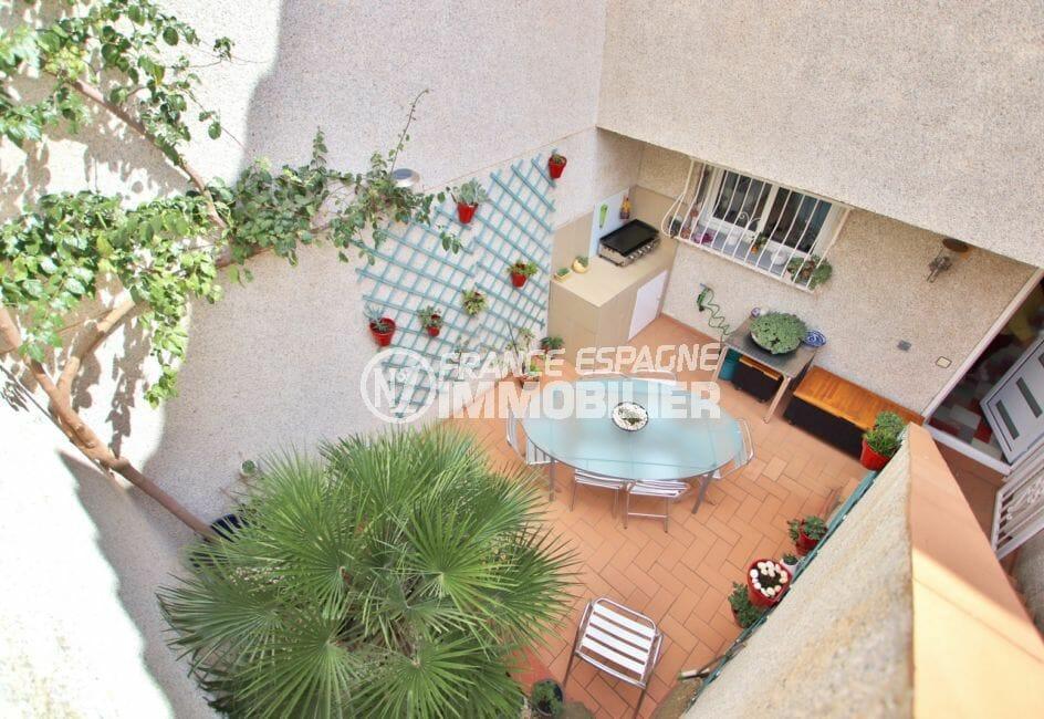 vente immobiliere rosas espagne: villa 4 pièces 100 m², belle terrasse aménagée de plantes vertes