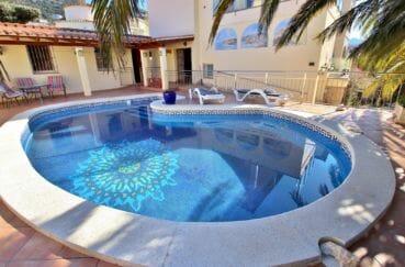 immo center: villa 294 m² en 3 appartements avec piscine au sel, douche extérieure