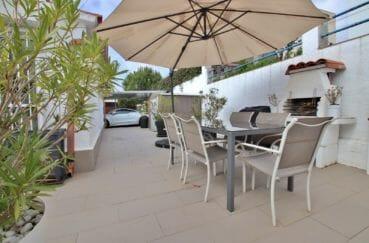roses espagne: villa 76 m², aménagement pour diner avec barbecue, abris voitures