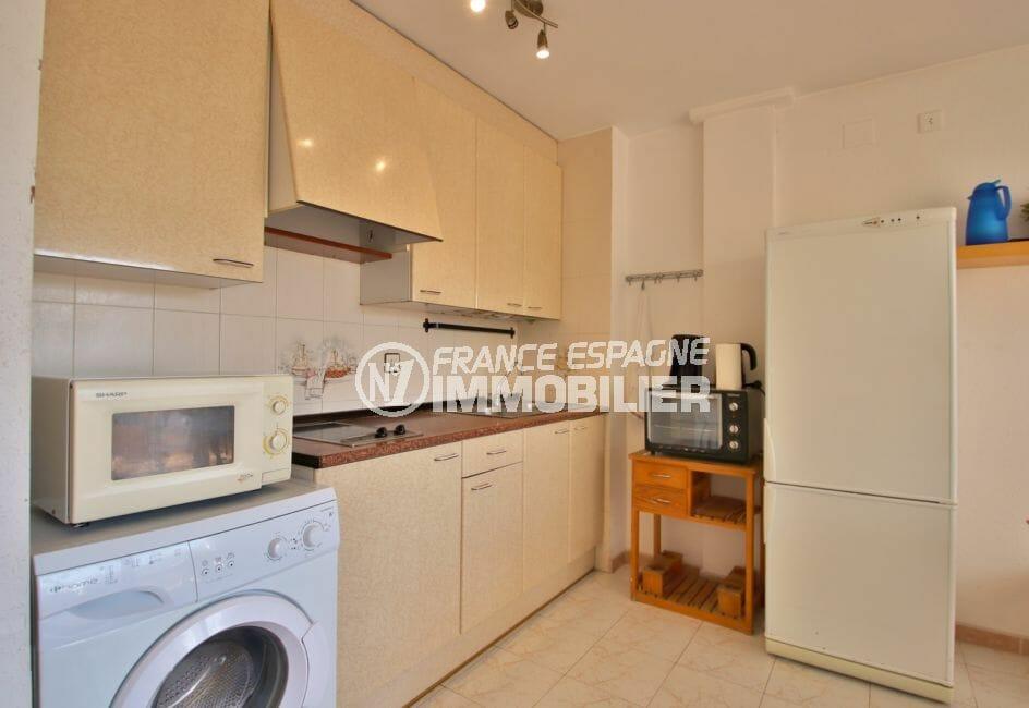 acheter appartement rosas, 43 m² avec cuisine ouverte équipée de plaques et d'une hotte