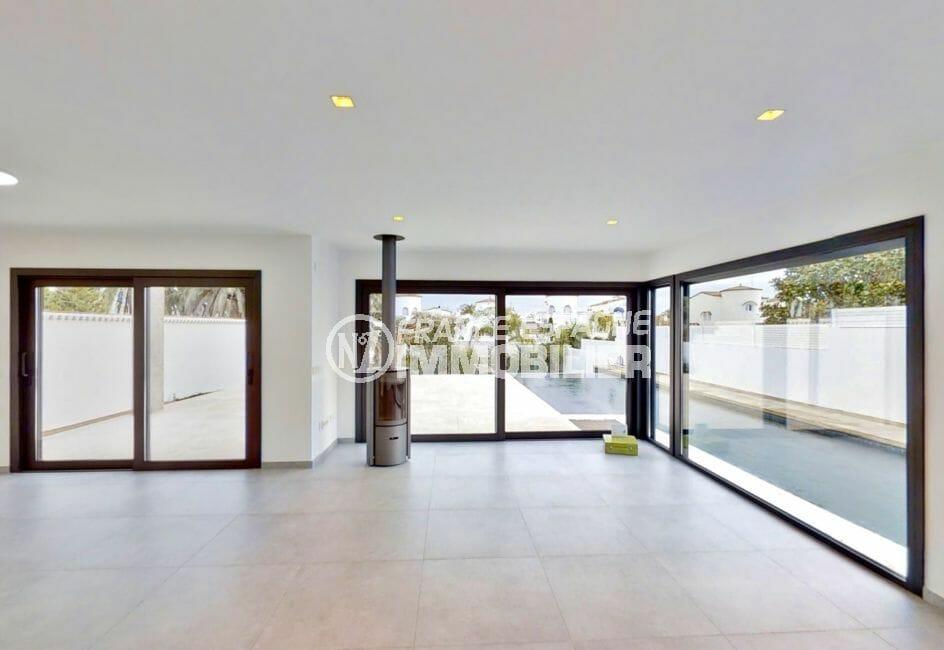 maison a vendre a empuriabrava, 235 m², salon / séjour, grandes baies vitrées, accès piscine