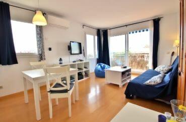 appartement a vendre a rosas, 4 pièces 98 m², salon / séjour lumineux, coin repas