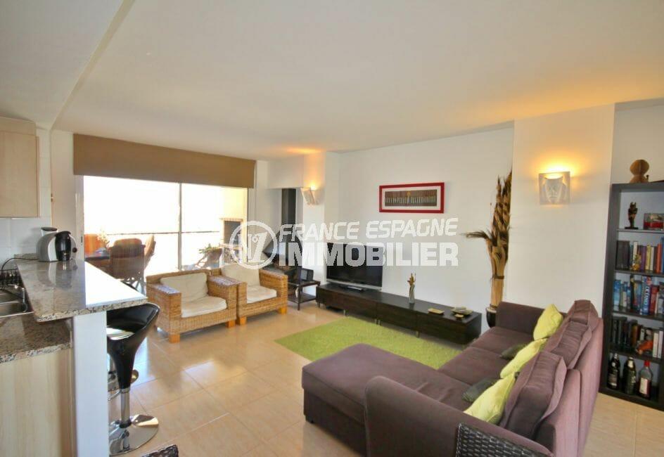 appartement à vendre empuriabrava, 97 m² avec salon et cuisine américaine, climatisation