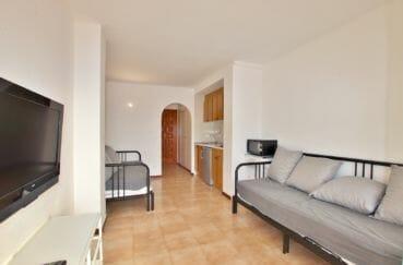 appartement a vendre costa brava, 28 m² avec 2 canapés lits dans le séjour