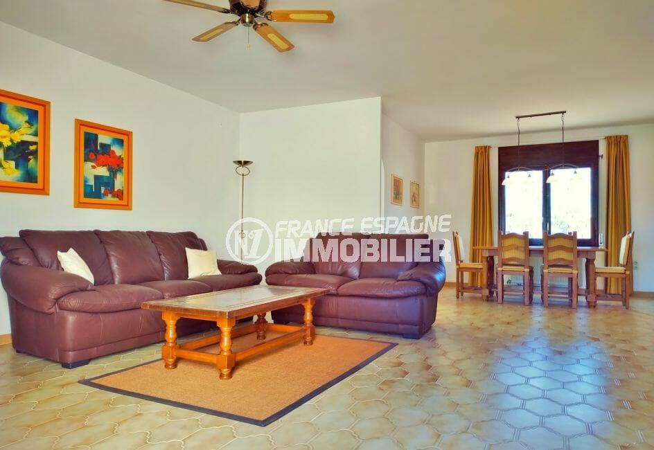 villa empuriabrava à vendre, 168 m² avec lumineux salon, carrelage au sol