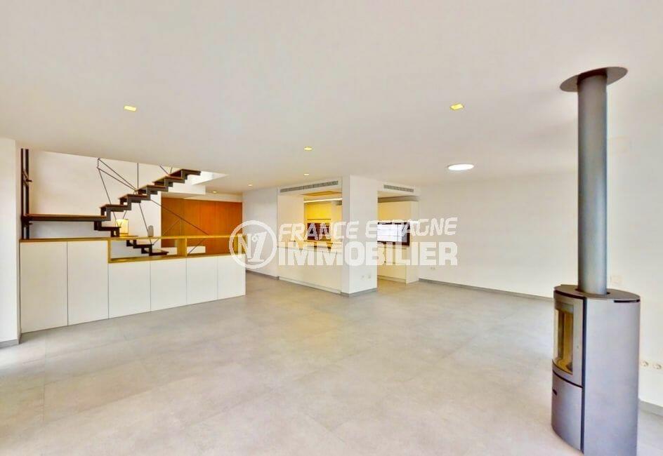 achat maison empuriabrava, 235 m² avec cuisine américiane, magnifique poêle à bois