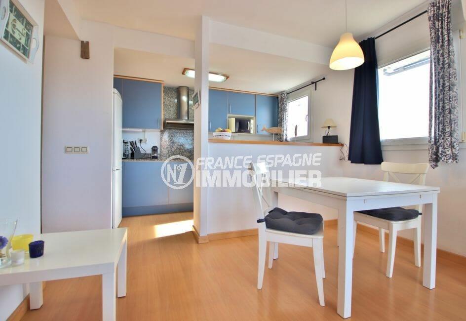 appartement à vendre à rosas espagne, 98 m² avec cuisine américaine aménagée, coin repas