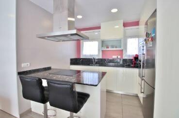 achat appartement rosas, 3 chambres 74 m², cuisine américaine équipée