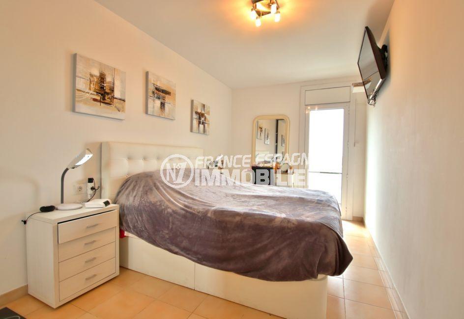 appartement a vendre a rosas, 4pèces 88 m², 1° chambre lumineuse, lit double