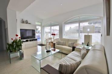 vente immobiliere rosas espagne: villa 76 m², jolie salon avec ses grandes fenêtres voutées