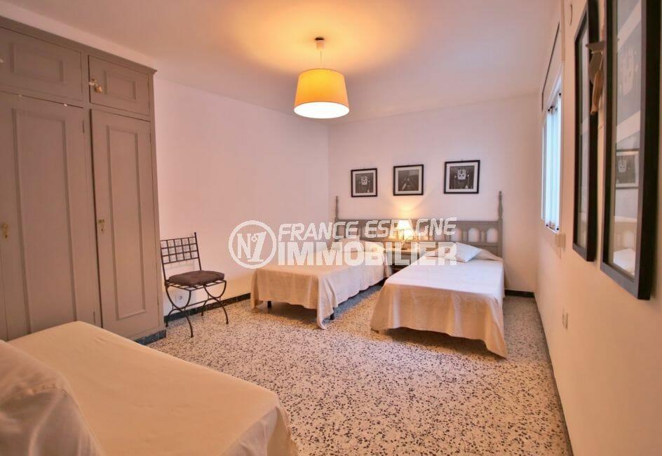 appartement à vendre à rosas espagne, 81 m², 1° chambre spacieuse, 2 lits simples