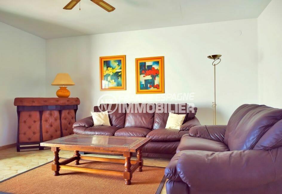 maison avec amarre empuriabrava, 168 m², ventilateur plafond dans le salon