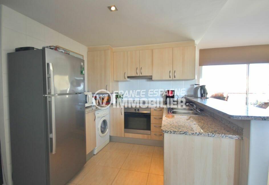 immo empuria: appartement 97 m², cuisine américaine aménagée et équipée