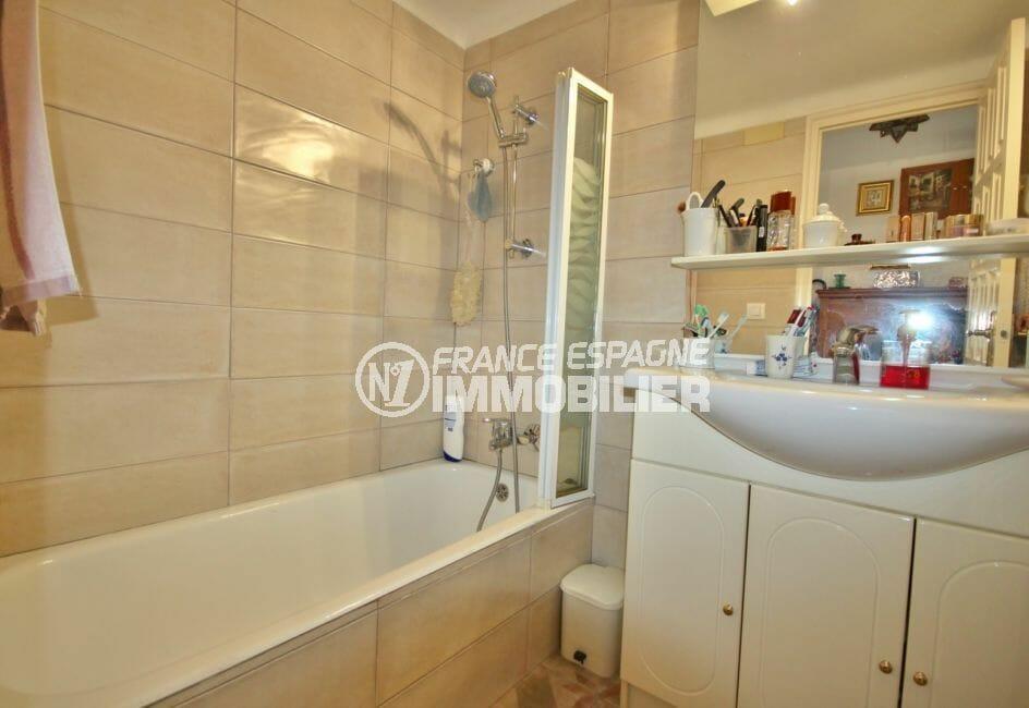 la costa brava: appartement 2 pièces 56 m², salle de bain moderne avec baignoire