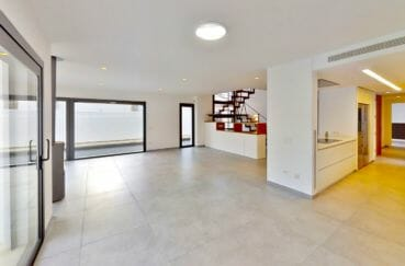 agence immobiliere costa brava: villa 235 m², spacieux salon / séjour avec cuisine américaine