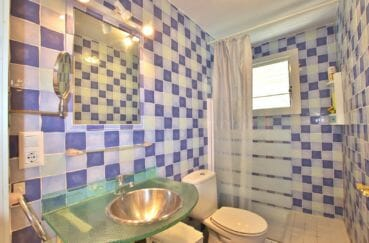 achat appartement rosas espagne: 32 m², salle d'eau avec douche, support vasque en verre, wc