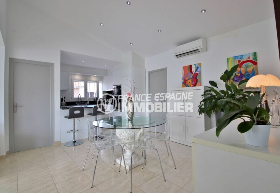 achat maison rosas espagne, 76 m², cuisine américaine ouverte sur la salle à manger