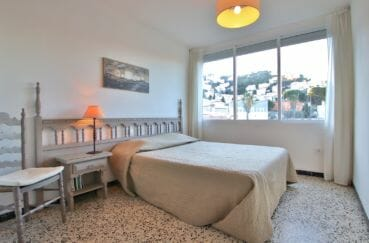agence immobiliere costa brava: appartement 81 m², 2° chambre lumineuse, lit double