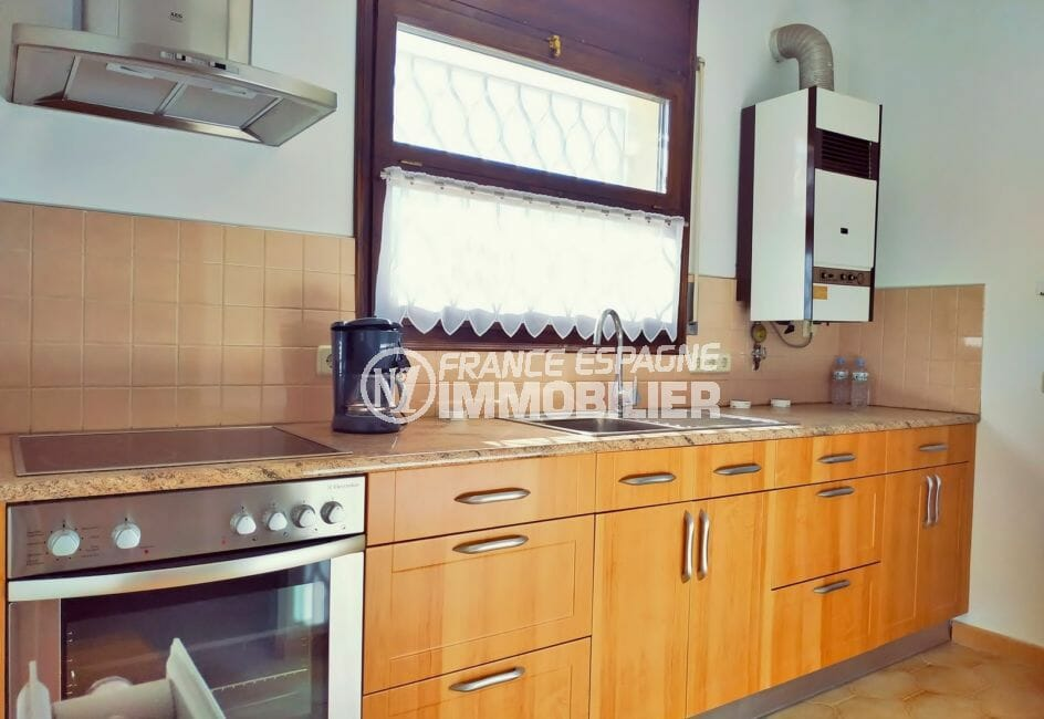 villa a vendre empuriabrava avec amarre, 168 m², cuisine indépendante, aménagée