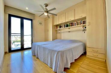appartement a vendre empuriabrava, 69 m², chambre avec lit double, nombreux rangements