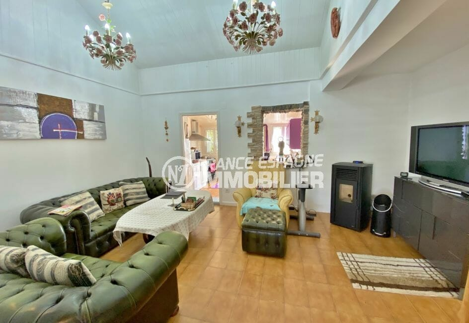 maison a vendre espagne, villa 70 m², salon avec cuisine, ouverture pour passe-plat
