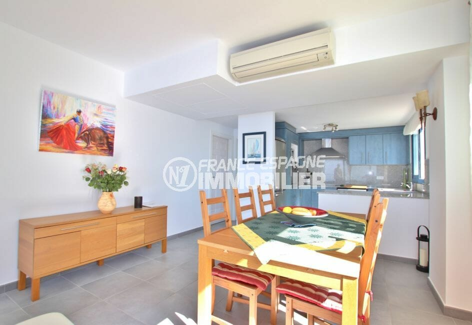 achat rosas: villa 255 m², cuisine américaine ouverte sur séjour, climatisation