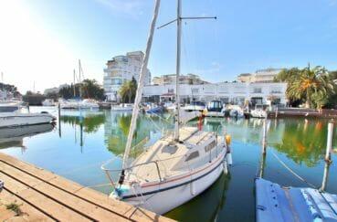 appartement rosas achat: 32 m² vue canal, amarre privé de 7 m