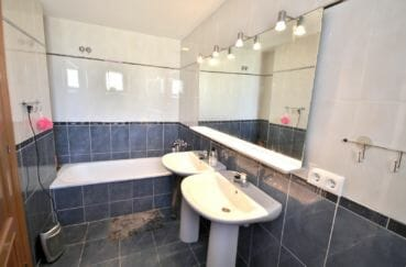 appartement a vendre a empuriabrava, 97 m² avec salle de bain dans la suite parentale, baignoire