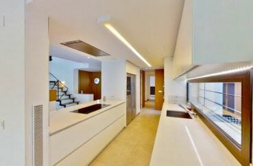 acheter maison empuriabrava, cuisine américaine moderne aménagée