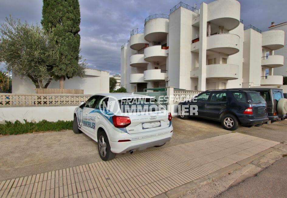 appartement roses: 32 m² avec vue canal, place de parking communautaire