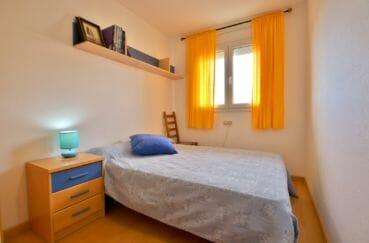 rosas immo: appartement 98 m², 2° chambre avec lit double, étage murale