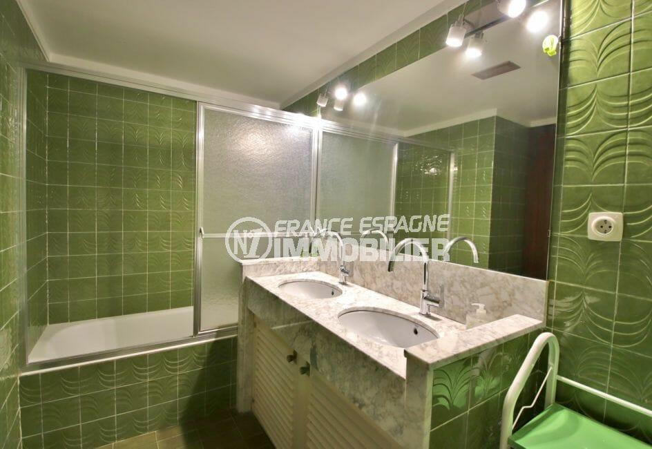 vente appartement costa brava, 5 pièces 108 m², 2° salle de bain avec baignoire