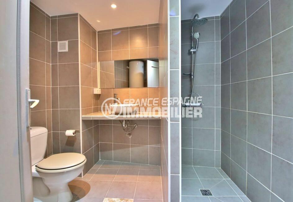 rosas immo: appartement 81 m², salle d'eau avec douche moderne, wc