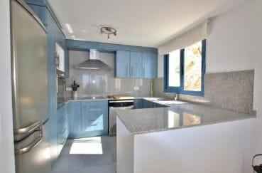 vente maison espagne rosas, 255 m², cuisine équipée, hotte, four, plaques de cuisson