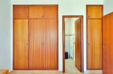 maison empuriabrava, villa 168 m², hall d'entrée avec armoires / penderies encastrées