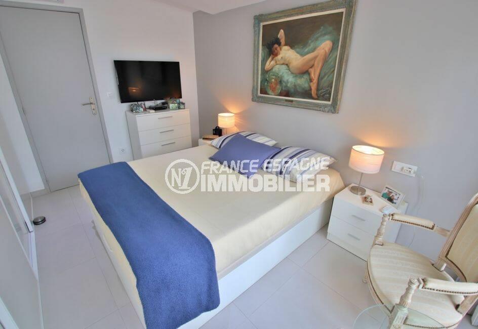 vente maison rosas espagne, 76 m², chambre avec applique murale avec interrupteur et prise