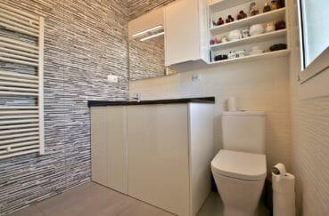 immocenter roses: appartement 3 chambres 74 m², salle d'eau avec toilettes