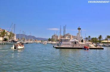 le port de plaisance d'empuriabrava avec ses bateaux à voile ou à moteur