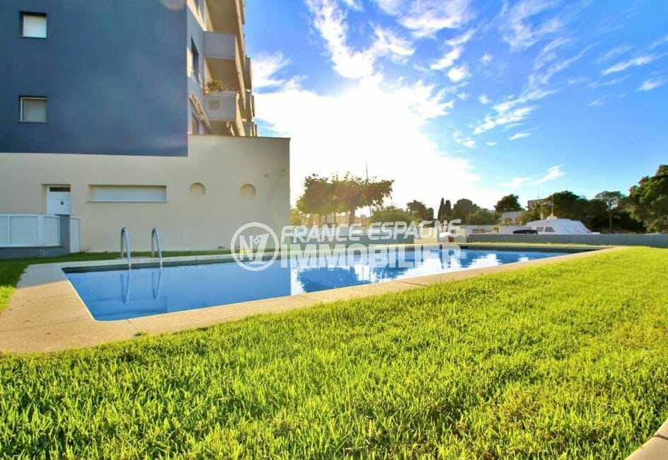 immo center rosas: appartement 4 pièces 69 m², piscine communautaire