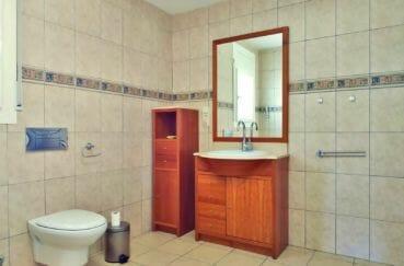 vente maison empuriabrava, villa 168 m², salle d'eau avec meubles de rangements, wc