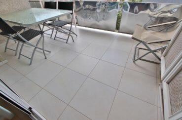 roses espagne: appartement 4 pièces 88 m², terrasse 15 m² avec auvent, vue mer