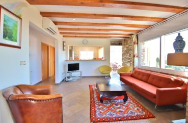 achat maison rosas, 294 m² en 3 appartements avec piscine, séjour avec grande terrasse